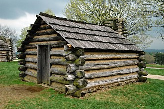 Valley Forge log cabin (photo: Dan Smith)